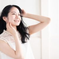 美容師さんおすすめの簡単小顔ヘアのコツとは?