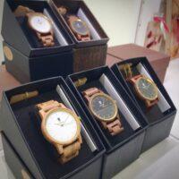 木製時計「EINBAND」を自分へのご褒美ギフトに、シチュエーション別に使える3タイプをご紹介!